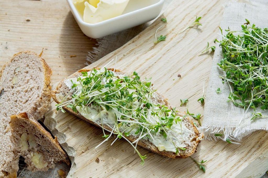 Brot mit Butter und Kresse